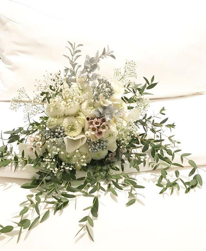 Hand Bouquet by JOVAFLORIST - 037