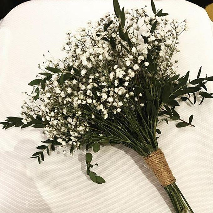 Hand Bouquet by JOVAFLORIST - 024