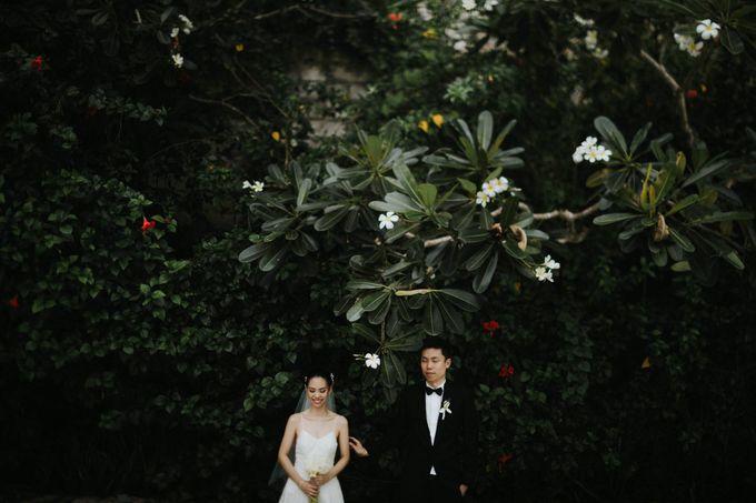 Kate & Marvin - Tirtha Uluwatu Bali Wedding by ILUMINEN - 020