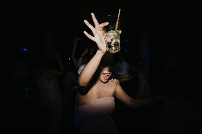 Kate & Marvin - Tirtha Uluwatu Bali Wedding by ILUMINEN - 028