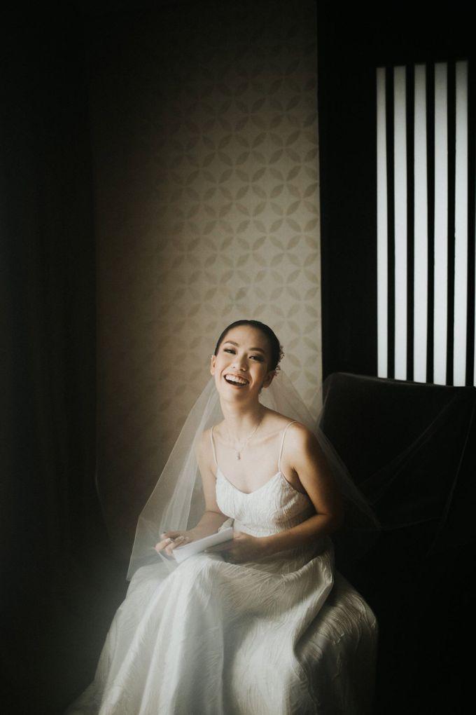 Kate & Marvin - Tirtha Uluwatu Bali Wedding by ILUMINEN - 009