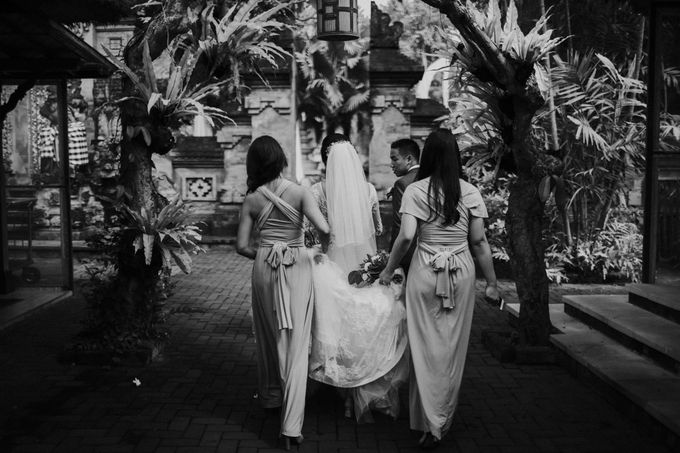 Christine & Dirga - Puri Santrian Wedding by ILUMINEN - 013