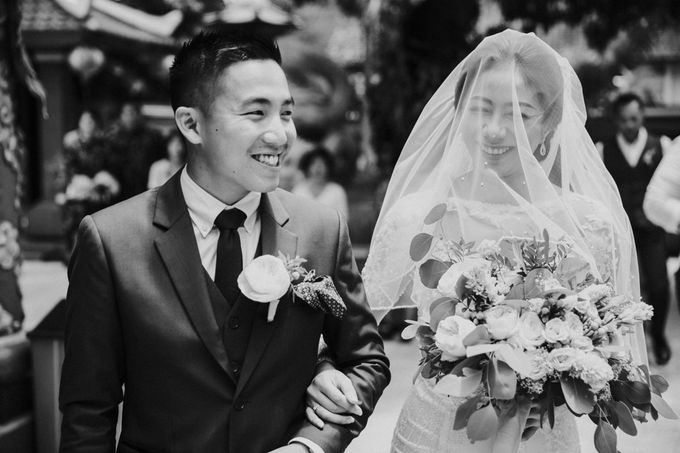 Christine & Dirga - Puri Santrian Wedding by ILUMINEN - 022