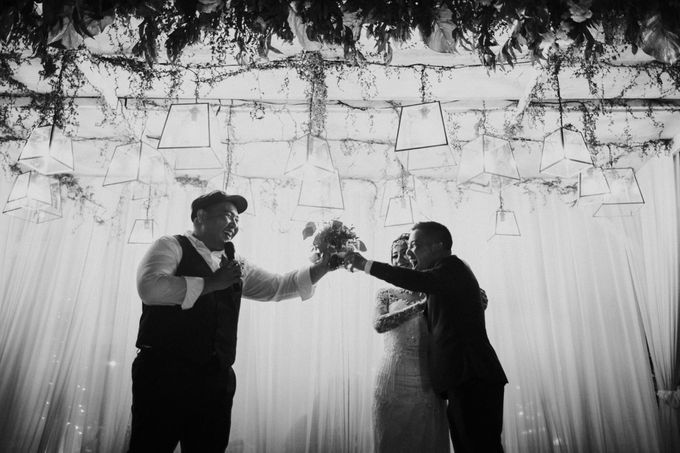Christine & Dirga - Puri Santrian Wedding by ILUMINEN - 047