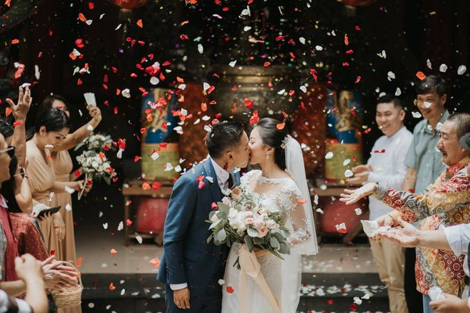 Christine & Dirga - Puri Santrian Wedding by ILUMINEN - 029