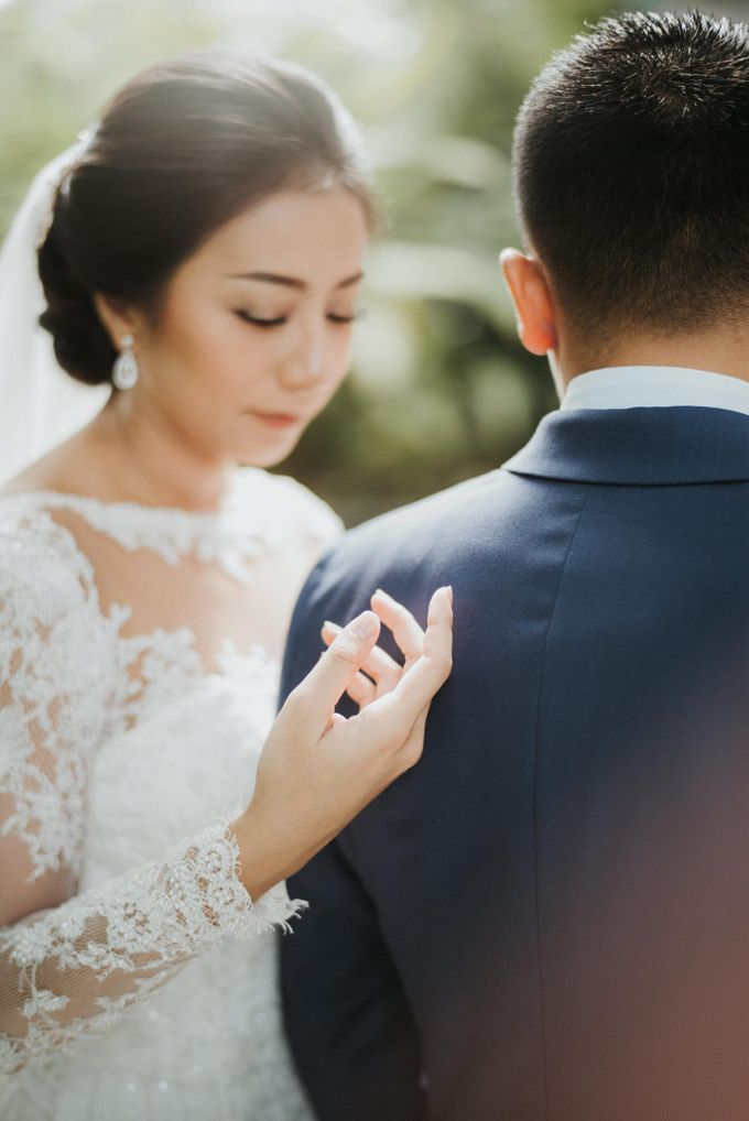 Christine & Dirga - Puri Santrian Wedding by ILUMINEN - 015