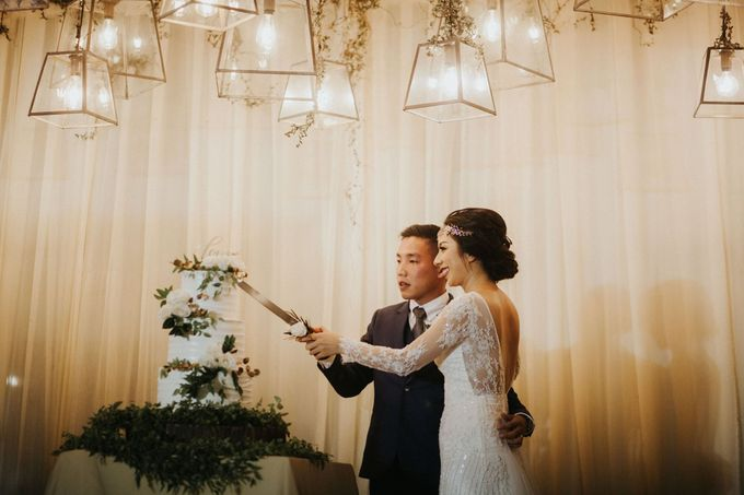Christine & Dirga - Puri Santrian Wedding by ILUMINEN - 044