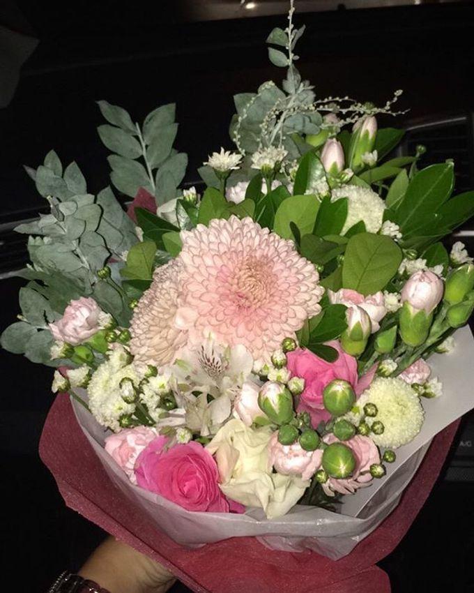 Hand Bouquet by JOVAFLORIST - 036