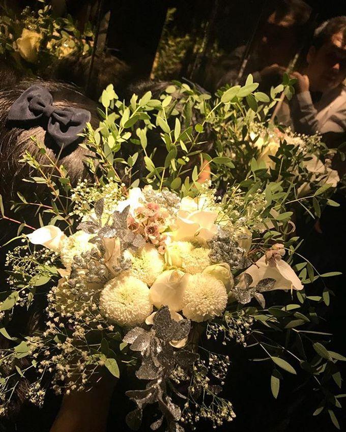 Hand Bouquet by JOVAFLORIST - 021