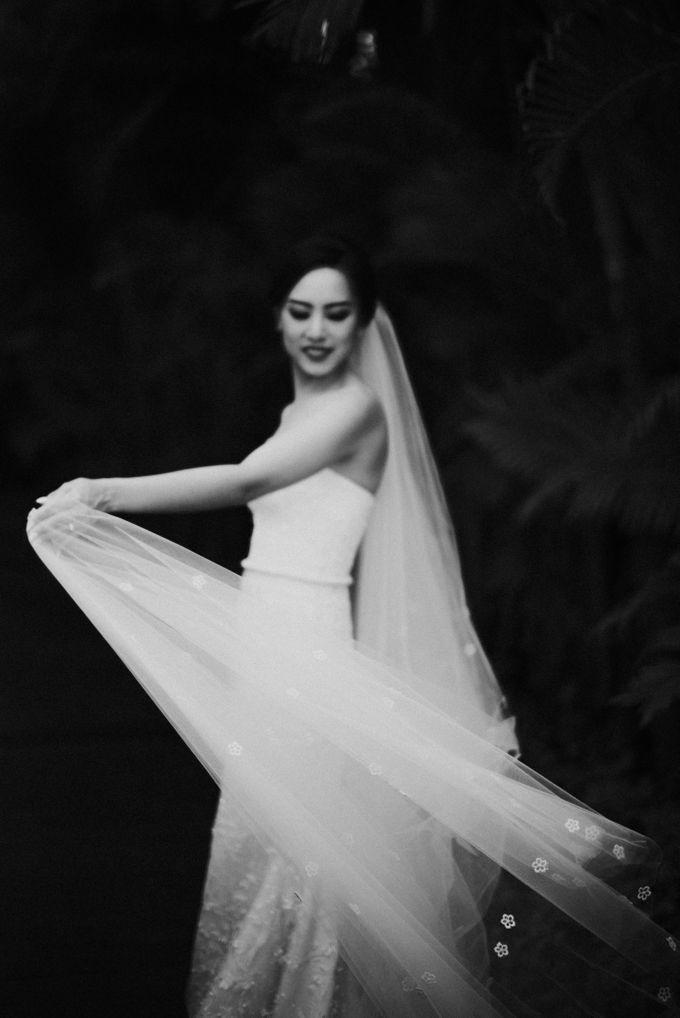Sisca & Bob Wedding at Sofitel Nusa Dua - Bali by ILUMINEN - 020