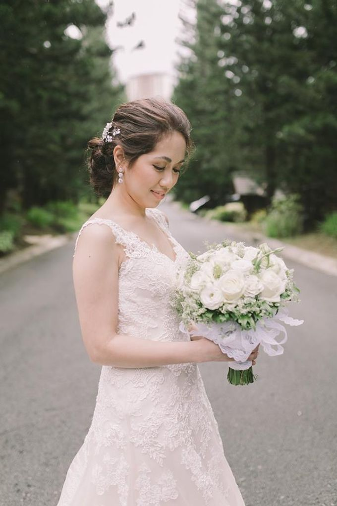 Bridal Bouquets by Natural Art Flowers and Decors - 018
