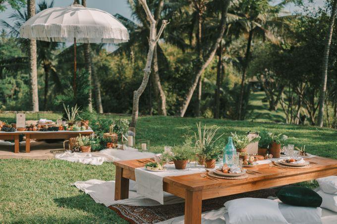Pernikahan dengan tema ramah lingkungan, dengan keluarga dan teman dekat ditambah dengan dekorasi yang selaras dengan alam membuat pernikahan ini spec by AVAVI BALI WEDDINGS - 048