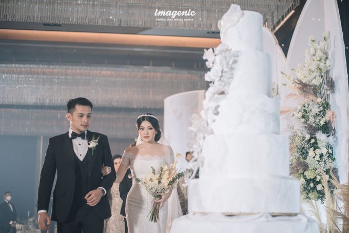 Eva & Fikriel Wedding by Petty Kaligis - 002