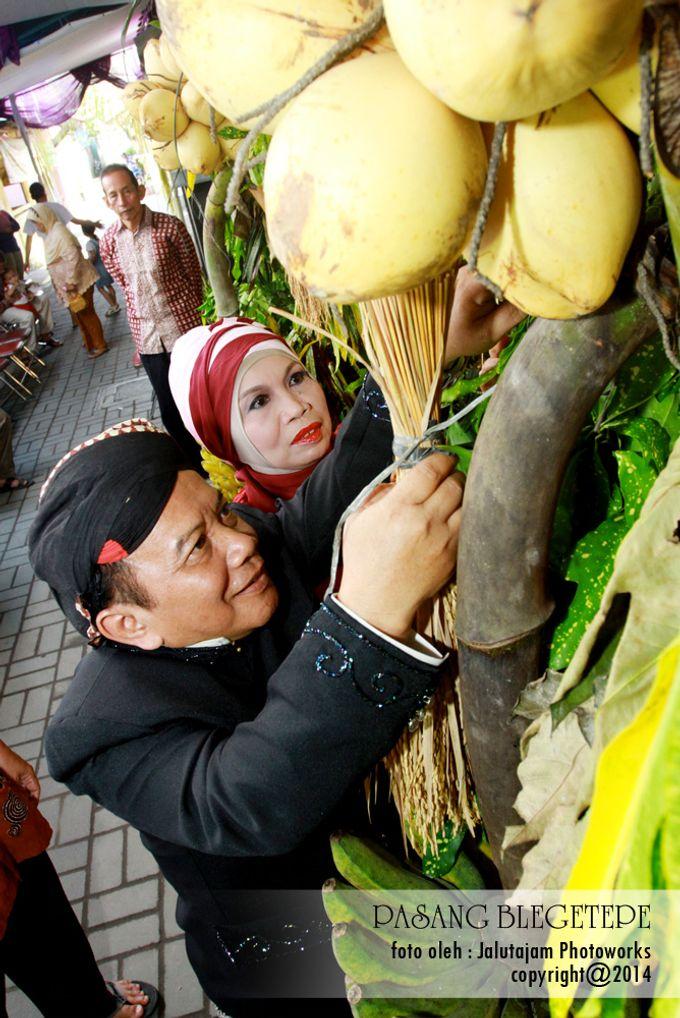 Pernikahan Adat Jawa by Jalutajam Photoworks - 015