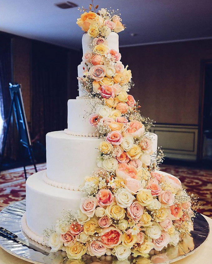 WEDDING CAKE featuring LUX  FLORAL by Sucré Pâtissier and Chocolatier - 002