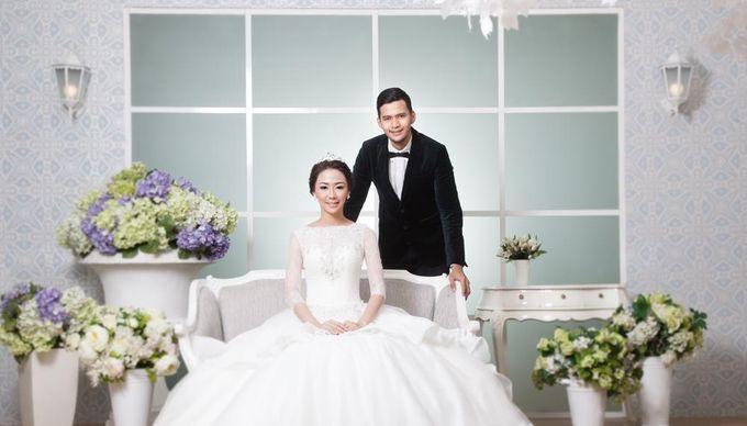 Indoor Prewedding 03 by King Foto & Bridal Image Wedding - 002