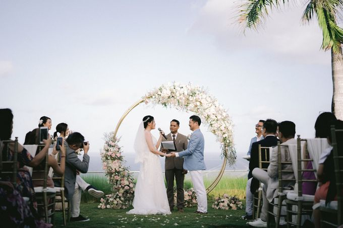 Romantic and Sweet Wedding overlooking the Bali Ocean at Latitude Villa by Silverdust Decoration - 004