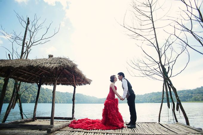 Truly Madly Deeply - Hendratama and Anastasia Prewedding by Antony by Vow Pictures - 010