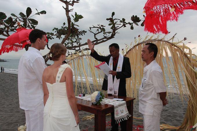 Beach Wedding by lombok wedding planner - 007