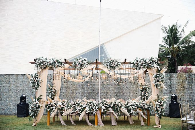 Romantic and Surprised Wedding by Magnifica Organizer - 029