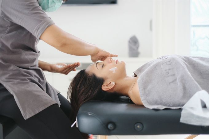 Acupressure Face Massage by Spalosophy - 001