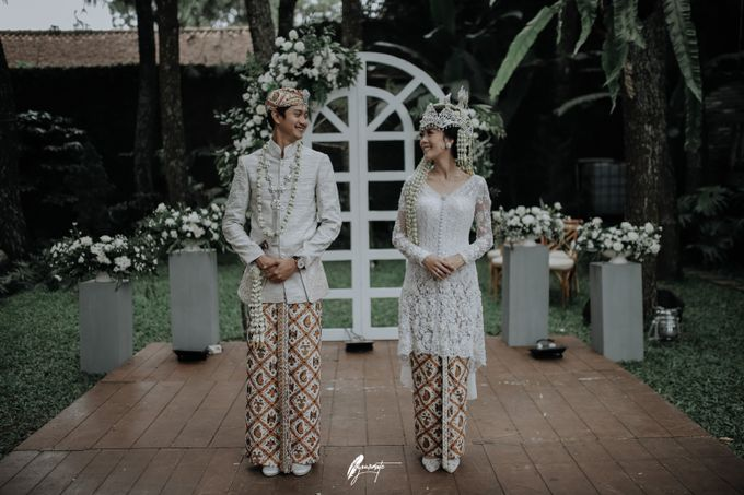Yoga Arizona & Widya Amelia Wedding by SVARNA by IKAT Indonesia Didiet Maulana - 012