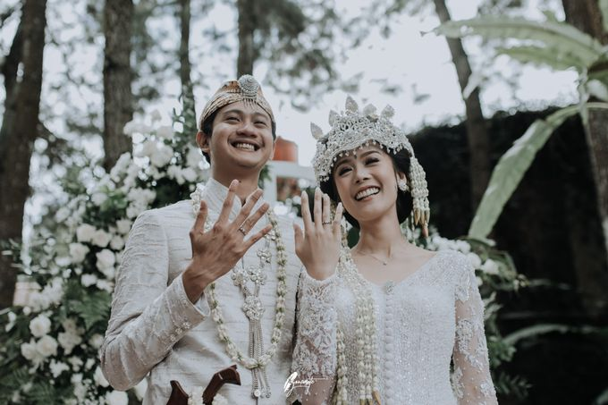 Yoga Arizona & Widya Amelia Wedding by SVARNA by IKAT Indonesia Didiet Maulana - 017