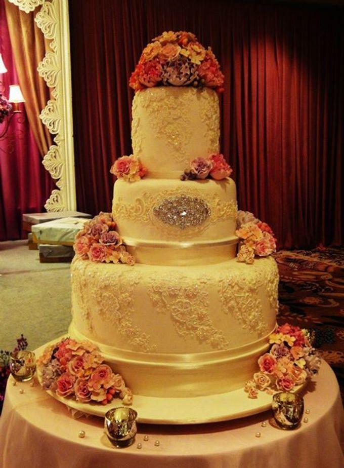 3 layers wedding cakes by LeNovelle Cake - 007