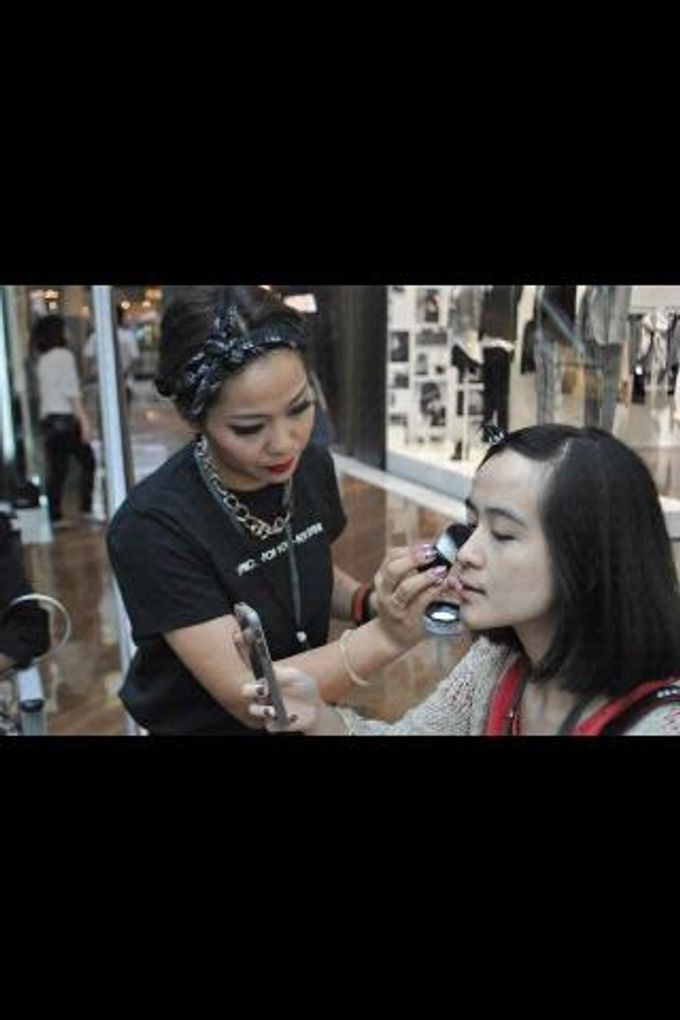 Backstage/Fashion Show by Amber Liu Make up and Hair  - 012