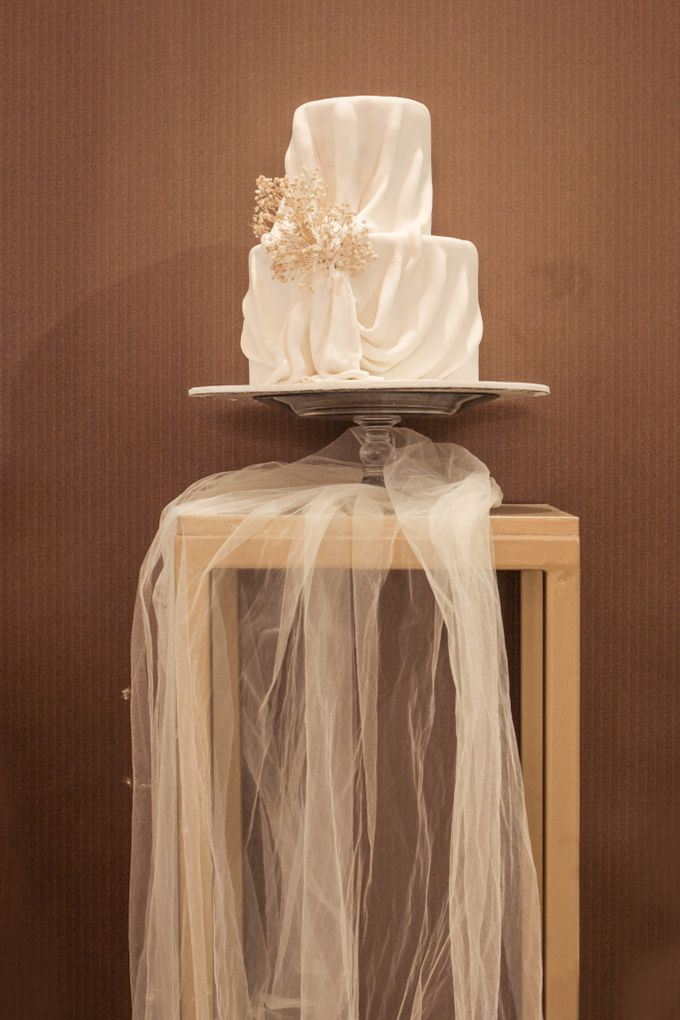 Two Tiers by Gordon Blue Cake - 009