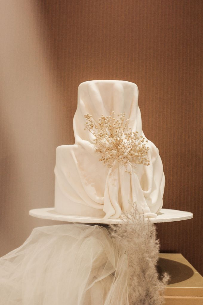 Two Tiers by Gordon Blue Cake - 010