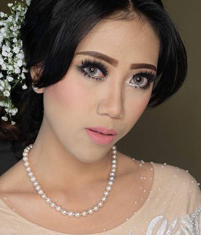 pengantin internasional by White Make Up and Hair Do - 006