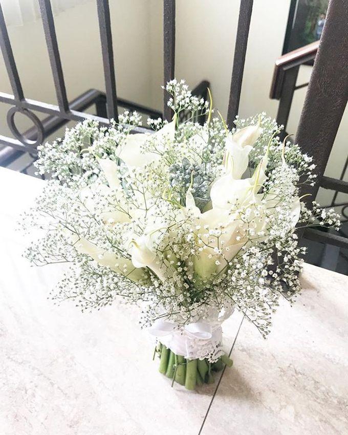 Hand Bouquet by JOVAFLORIST - 019