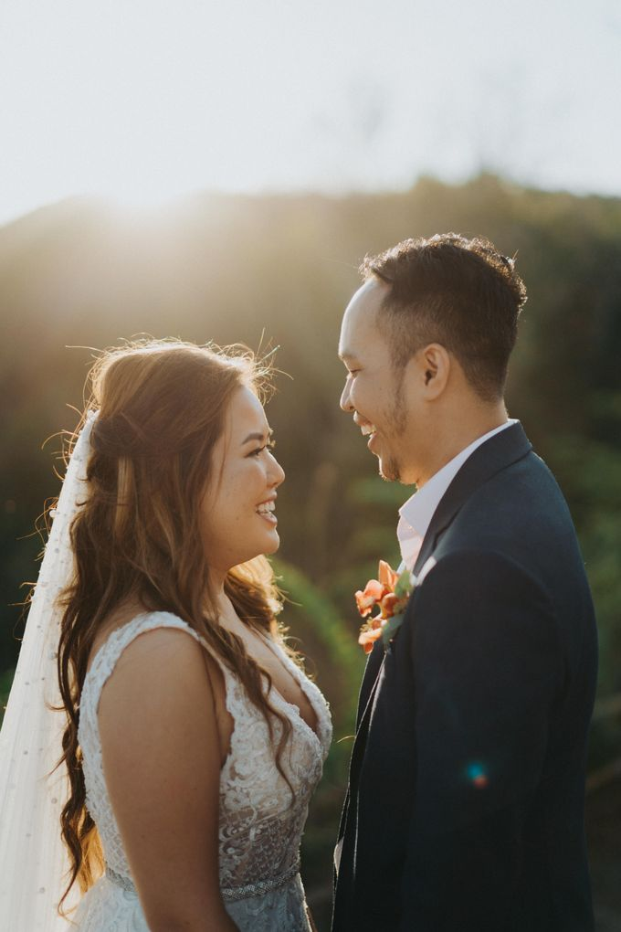 Romantic Modern Wedding at Alila Uluwatu Bali by Silverdust Decoration - 009