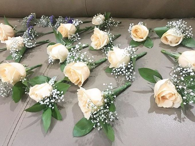 Hand Bouquet by JOVAFLORIST - 016