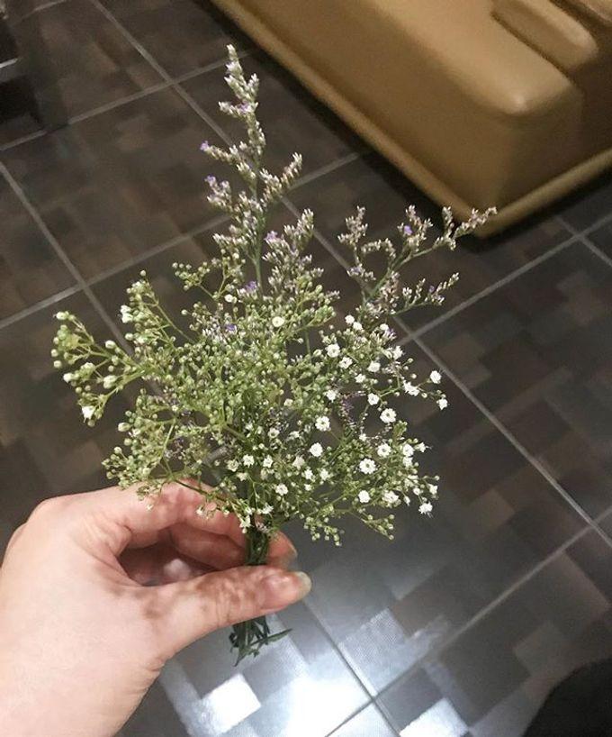 Hand Bouquet by JOVAFLORIST - 014