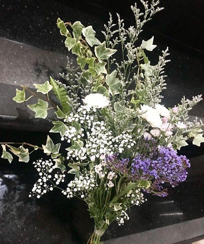 Hand Bouquet by JOVAFLORIST - 015