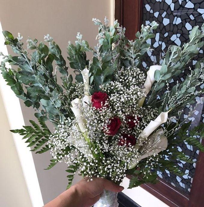 Hand Bouquet by JOVAFLORIST - 017