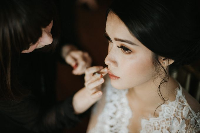 Ana Octarina & Adie Baron - Wedding Day - Tirtha Bridal by ILUMINEN - 005