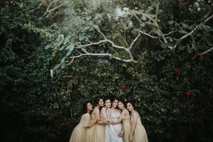 Ana Octarina & Adie Baron - Wedding Day - Tirtha Bridal by ILUMINEN - 017