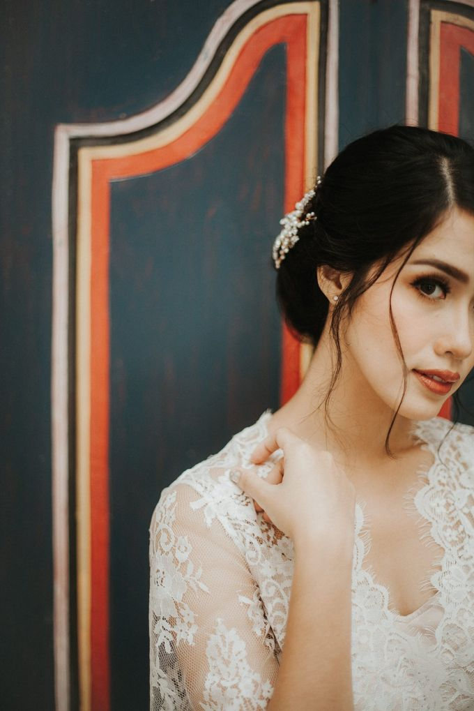 Ana Octarina & Adie Baron - Wedding Day - Tirtha Bridal by ILUMINEN - 009