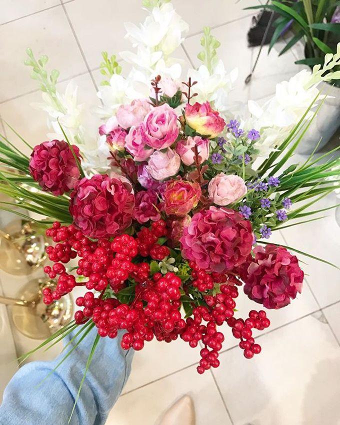 Hand Bouquet by JOVAFLORIST - 013