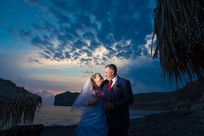 Beach wedding in Santorini by Red Knot Weddings & Events - 034