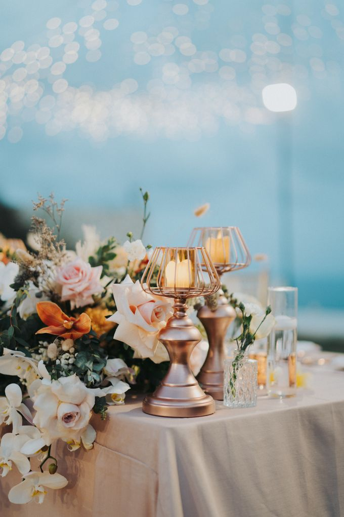 Romantic Modern Wedding at Alila Uluwatu Bali by Silverdust Decoration - 016