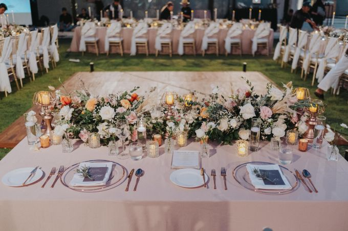 Romantic Modern Wedding at Alila Uluwatu Bali by Silverdust Decoration - 021