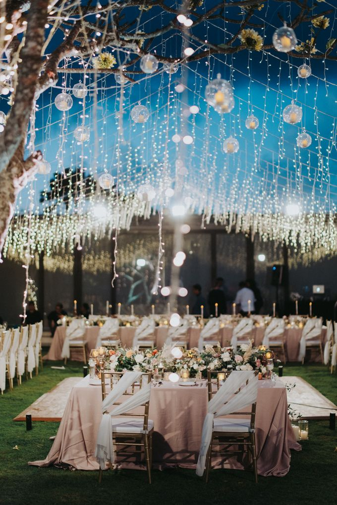 Romantic Modern Wedding at Alila Uluwatu Bali by Silverdust Decoration - 022