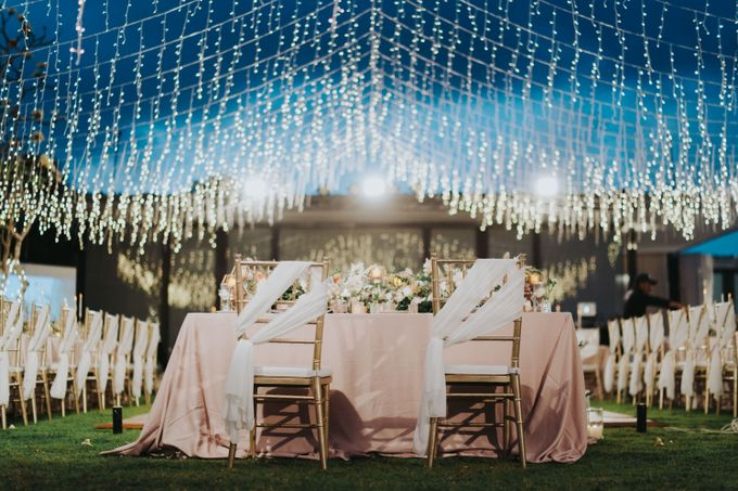 Romantic Modern Wedding at Alila Uluwatu Bali by Silverdust Decoration - 023