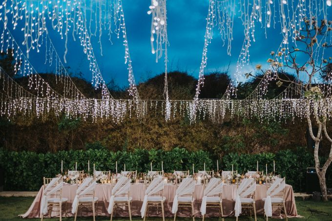 Romantic Modern Wedding at Alila Uluwatu Bali by Silverdust Decoration - 024