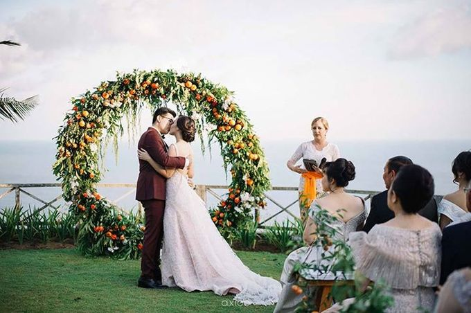 Khayangan Estate - Citrus Inspired Reception by Flora Botanica Designs - 011