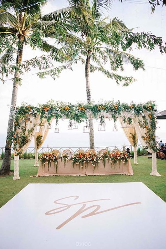 Khayangan Estate - Citrus Inspired Reception by Flora Botanica Designs - 019